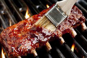 Costelinha suína com molho barbecue